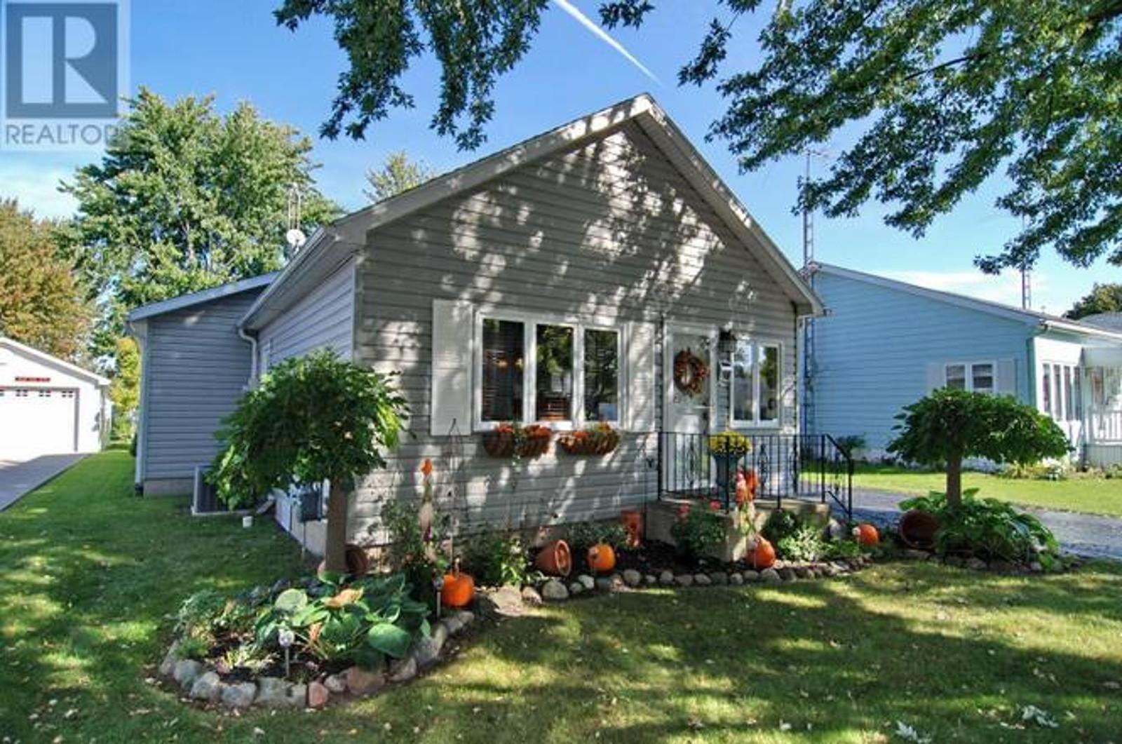 16 Oak, Tilbury - House For Sale
